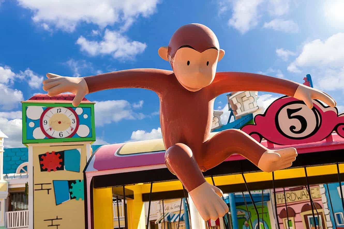 curious-george-universal-orlando-play-area-statue