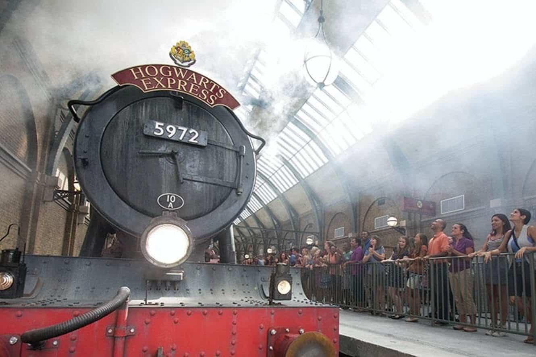 hogwarts-express-train-front